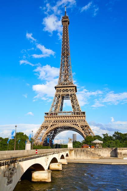Eiffel tower in paris under blue sky france Premium Photo