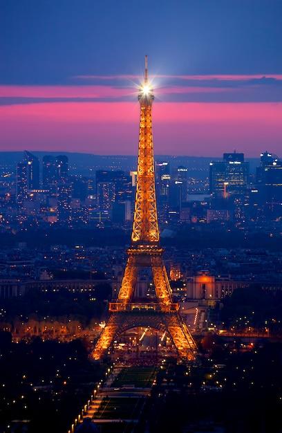 The eiffel tower Premium Photo
