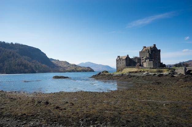 アイリーンドナン城、スコットランド、島、スカイ Premium写真