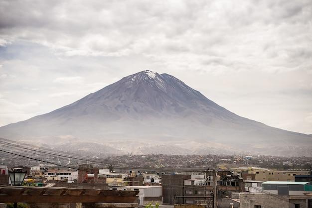 El misti volcano in arequipa, peru Premium Photo