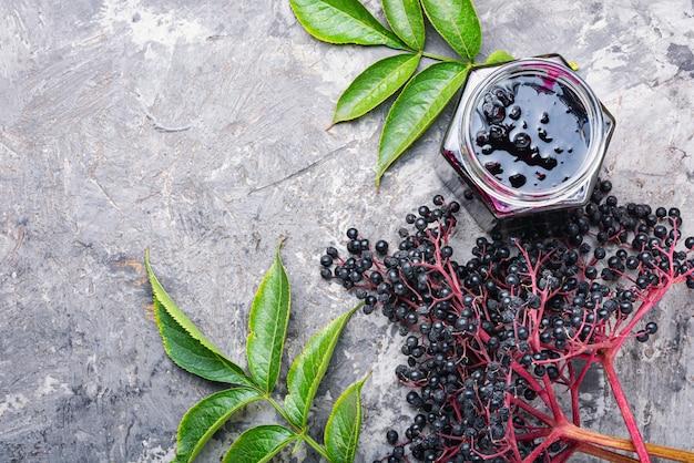 Elderberry (Foto: Freepik/imykola)