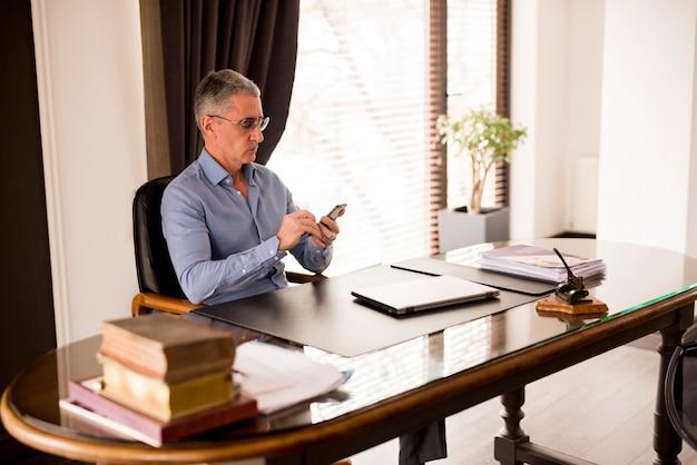 Elderly businessman in his office Free Photo