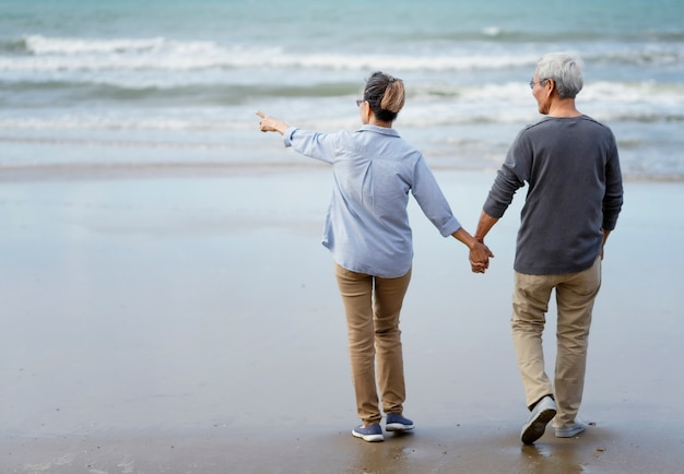 Elderly couple at the seaside Premium Photo