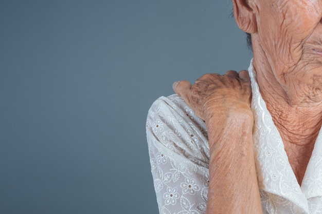 Elderly women with pain. Free Photo
