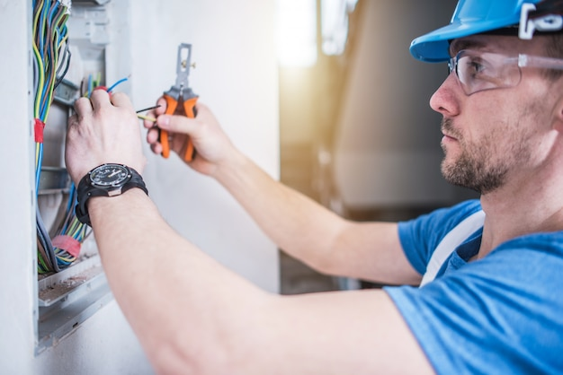Electric Technician Job Free Photo