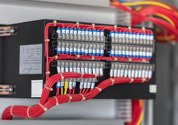 Панель электрического переключателя комнаты распределительного устройства на электростанции. Premium Фотографии
