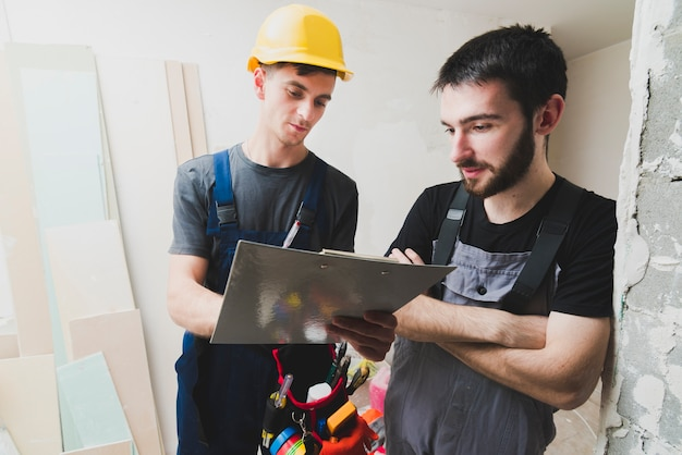 Electricians coworking on site Free Photo