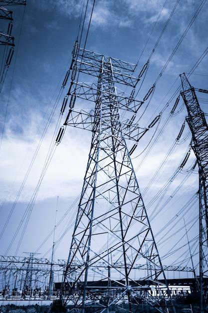 Электричество высоковольтный полюс и небо Бесплатные Фотографии