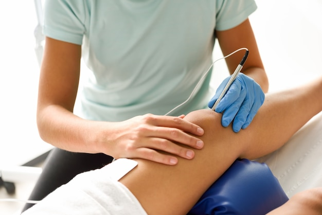 Electroacupuncture dry with needle on female knee Free Photo