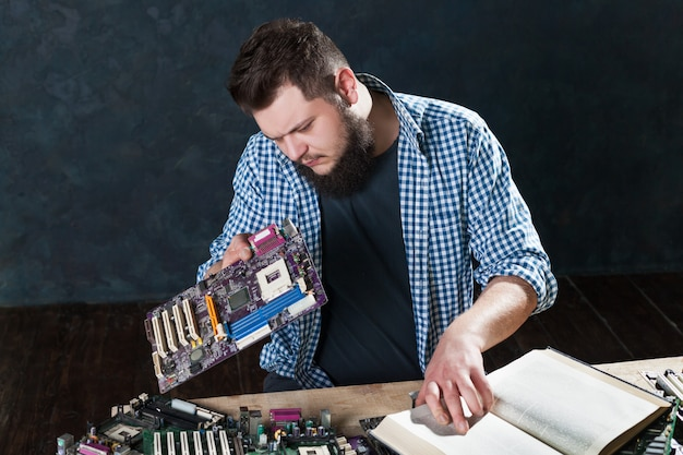 Electronic devices repairing and diagnostic techs. computers and laptops service support Premium Photo