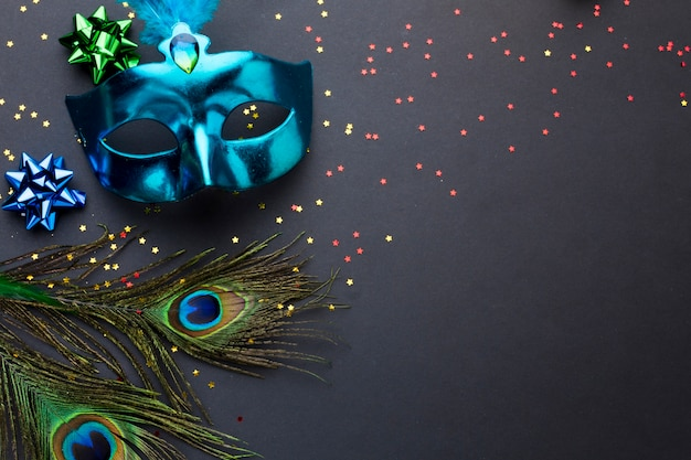 Elegant carnival mask with peacock feathers Premium Photo