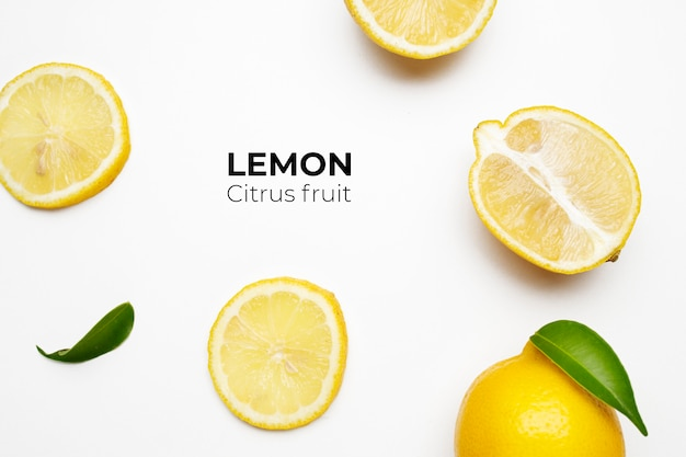 Elegante composizione di set di limoni su una superficie bianca Foto Gratuite