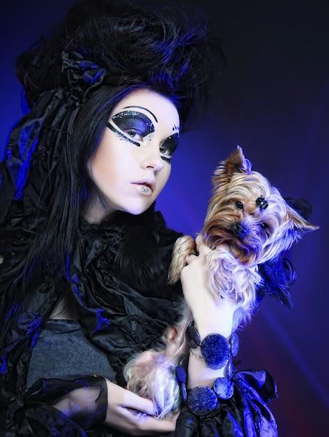 Elegant dark queen with little dog Premium Photo