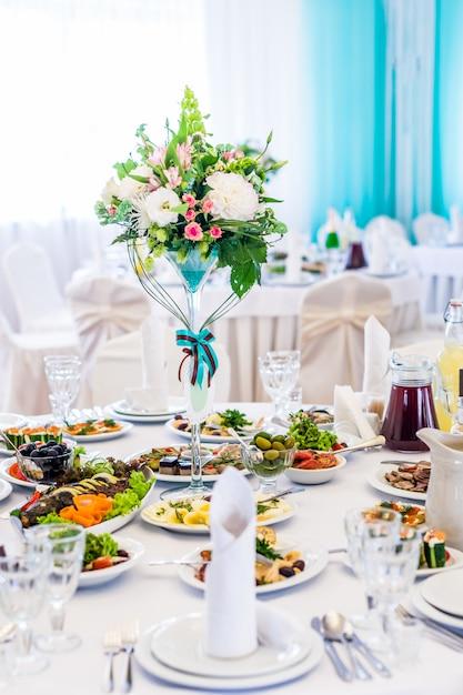 The elegant dinner table Premium Photo