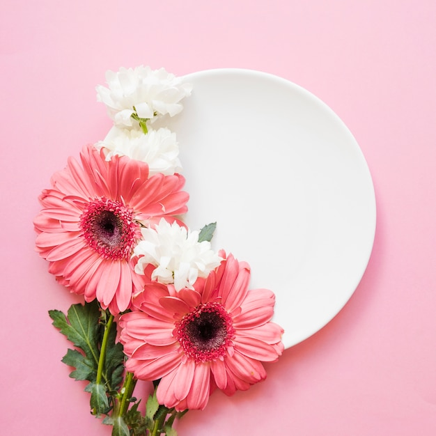 Elegant flowers on plate Free Photo