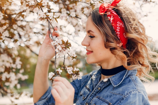 Elegant girl in a spring park Free Photo