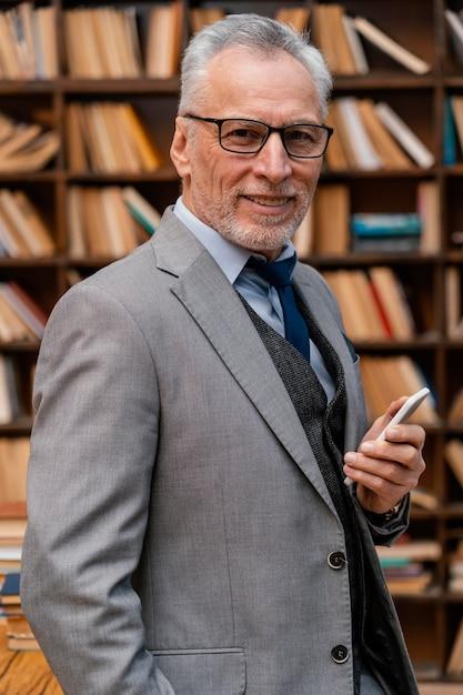 エレガントな老人の肖像画 無料写真