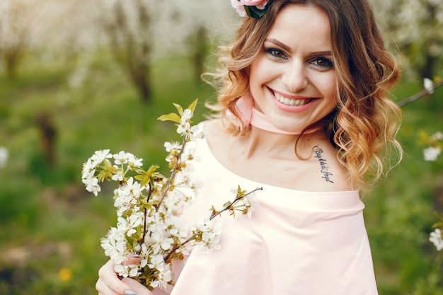 Elegant and stylish girl in a spring park Free Photo