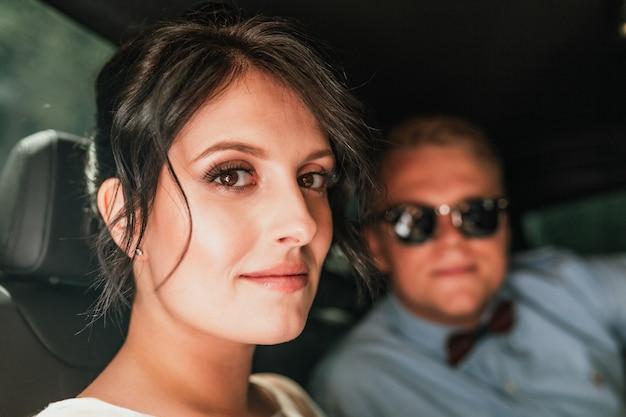 Elegant wedding couple in stylish car Premium Photo