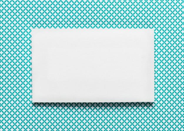 エレガントな白い封筒の結婚式の招待状 無料写真