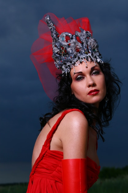 Elegent beautiful woman with crown Free Photo