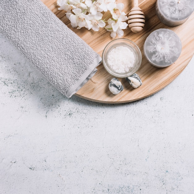 Elements for a relaxing massage in a spa Free Photo