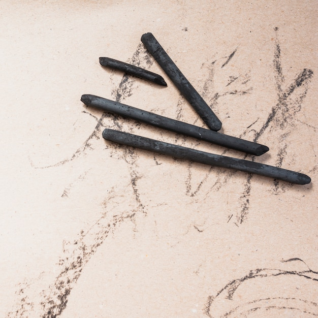 Elevated view of art supplies natural charcoal stick Free Photo