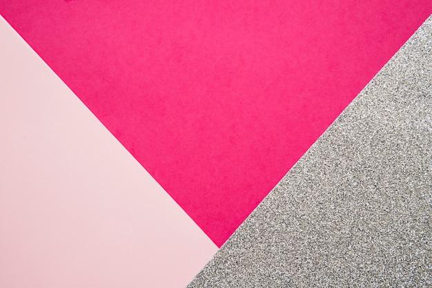 Vista elevata delle carte rosa e magenta del cartone su superficie grigia Foto Gratuite