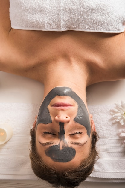 Elevated view of a relaxed woman with face mask on her face Free Photo