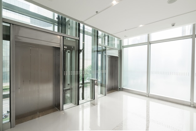 The elevator entrance is in the shopping mall Premium Photo