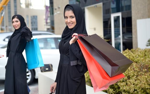 Emarati arab women coming out of shopping Premium Photo