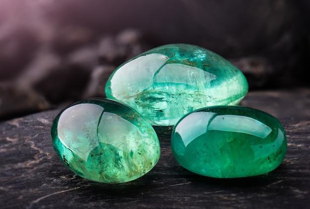 The emerald gemstone jewelry. Premium Photo