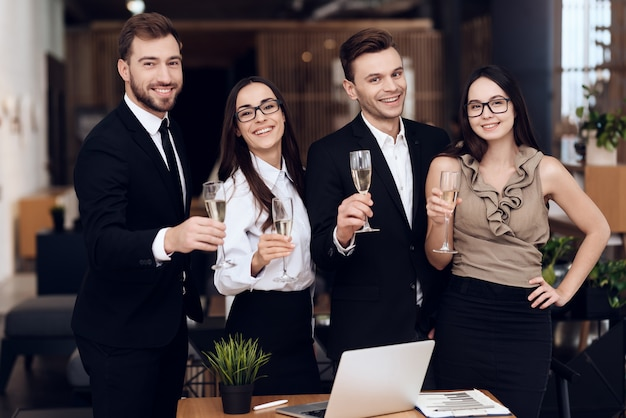 Employees of the company drink alcoholic beverages Premium Photo