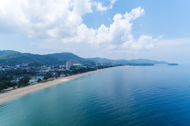 Empty beach at karon beach phuket thailand in may 1- 2020 beach closed during the covid-19 outbreak. Premium Photo