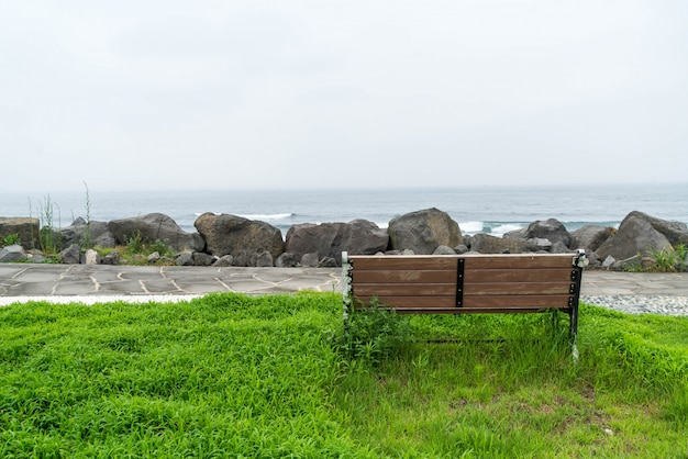 Empty bench with sea background Premium Photo