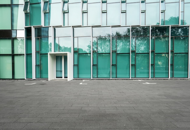 Empty floors and modern urban buildings in shenzhen, china Premium Photo