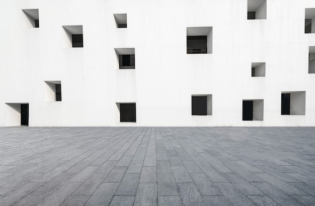 Empty floors and white windows Premium Photo