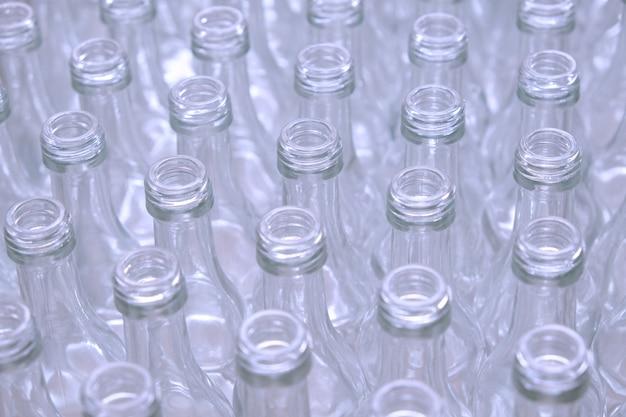 工場の空のガラス瓶 Premium写真
