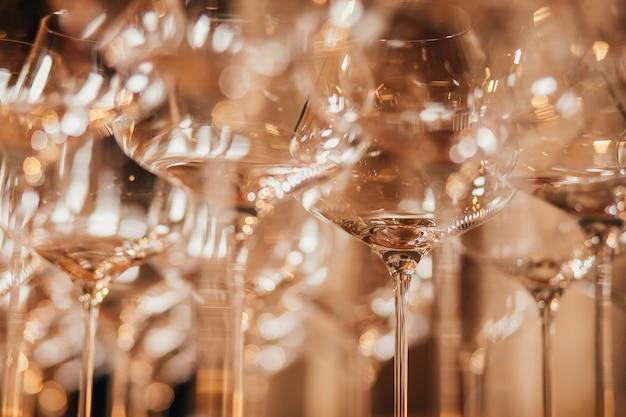 Empty glasses set in restaurant Premium Photo