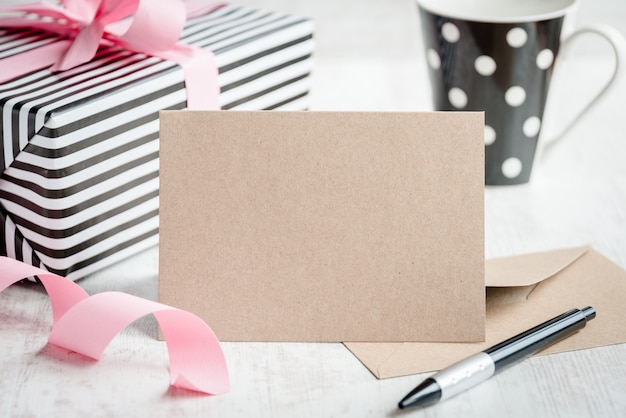 Empty greeting kraft card Premium Photo