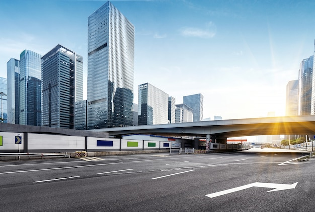 Empty highway with cityscape and skyline of shenzhen,china. Premium Photo