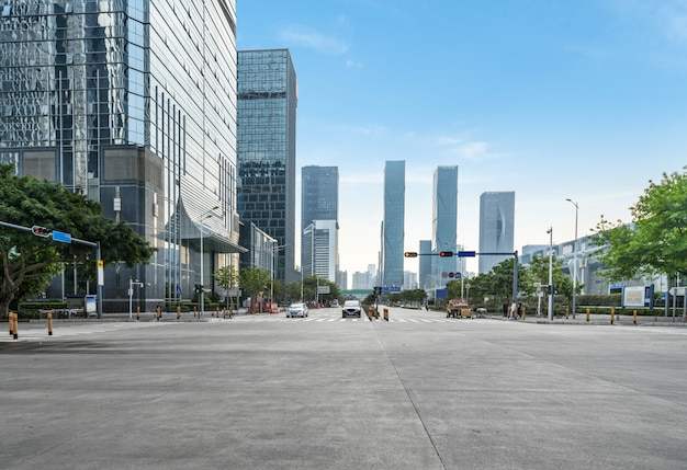 Empty highway with cityscape and skyline of shenzhen, china. Premium Photo