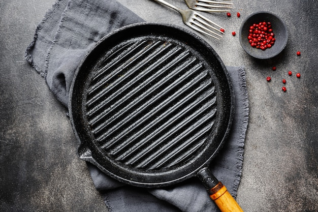 Empty iron grill pan on table Free Photo