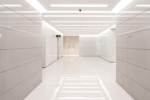 Empty mall toilet Premium Photo