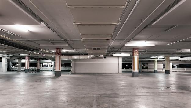 Пустой современный автомобиль гараж интерьер фон Premium Фотографии