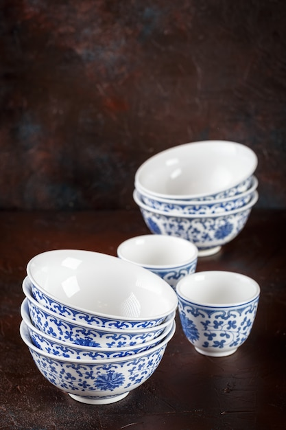 Empty oriental bowls Premium Photo