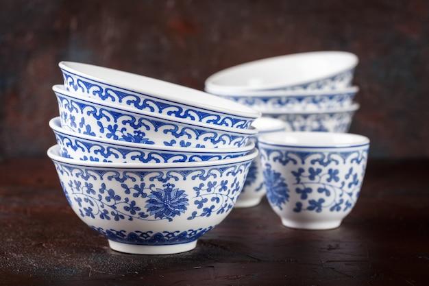Empty oriental bowls Premium Photo