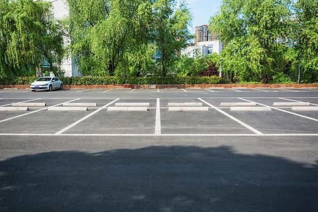 空の駐車場、公共の公園の屋外の駐車場 無料写真