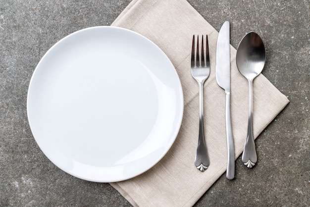 Empty plate spoon fork and knife Premium Photo