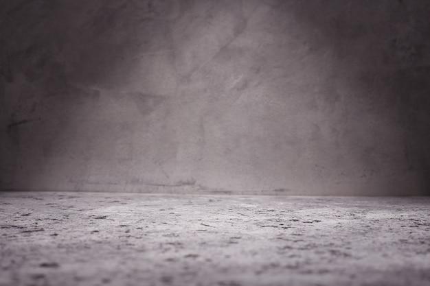 Пустая комната с бетонной стеной, серой предпосылкой. Premium Фотографии